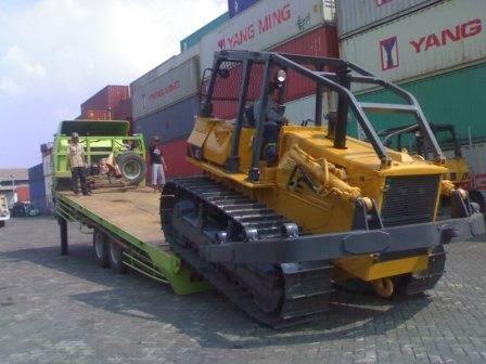 Jasa pengiriman alat berat seperti excavator, crane, buldozer, tractor dan juga forklift